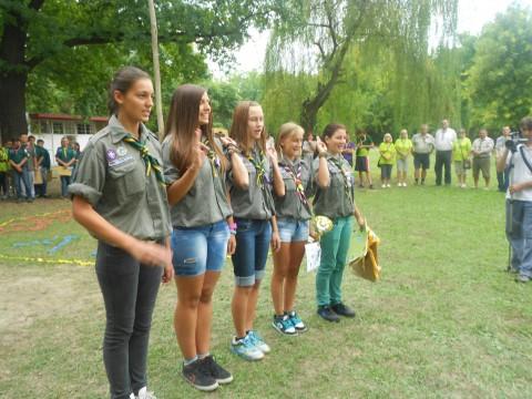 Radost i osmesi. - Nagrađena devojačka izviđačka patrola na Državnom izviđačkom takmičenju Palić 2013 u organizaciji Odreda izviđača Spartak iz Subotice
